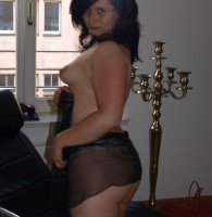 Klara wird anal gebumst Klara ist ein hübsches Mädchen mit einem geilen runden Arsch. Sie hat einen Arsch, den man einfach bumsen möchte. Ihre enge Rosette ist schon ordentlich eingeritten […]