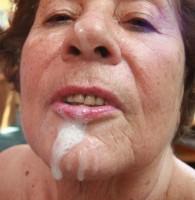 Zügelloser Granny Telefonsex Bei Oma Herta musst du dich nicht zurücknehmen! Ihr kannst du deine volle Ladung Sperma ins Gesicht spritzen und es ihr richtig versaut geben. Nimm das dreckige […]